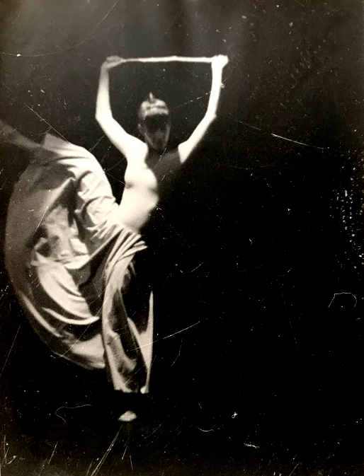Cintia Vasconcelos - Coreografia Gesto - Dona Isa - Mulher da Vara, 1991 - Foto Mario Valdanini