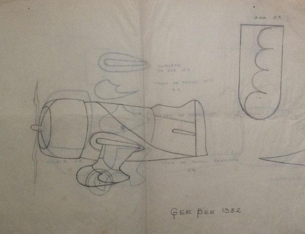Bee Gee 1932 - Estudo dos brinquedos em madeira, desenvolvidos entre 1978 e 1981 em que Mario usava madeiras de reaproveitamento e cola, e os montava sem pregos ou parafusos